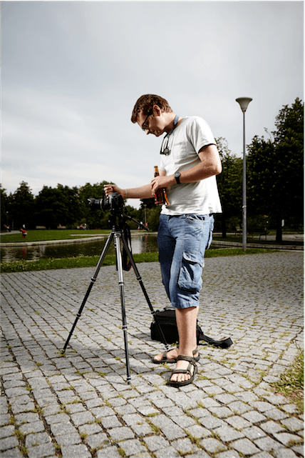 man camera photographer portrait tripod settings shorts glasses DSLR locations