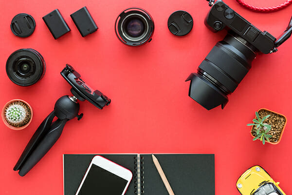 10 things I wish I knew before I became a photographer red camera flatlay
